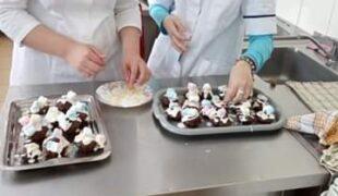 Więcej o: Uczniowie Szkoły Podstawowej Nr 9 –  L na zajęciach praktycznych w Branżowej Szkole I stopnia nr 5 na kierunku – cukiernik, kucharz